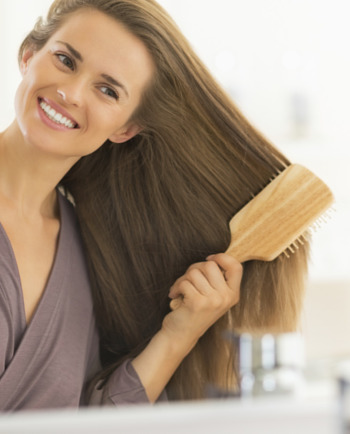 Jak przywrócić blask fryzurze? Sprawdzone sposoby na zniszczone włosy.
