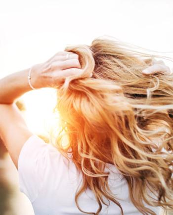 Masz rozdwojone końcówki? Sprawdź jak dbać o włosy!