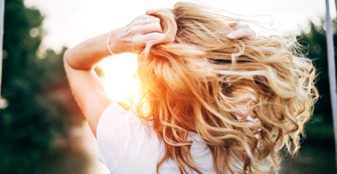 Co stosowac, gdy włosy wypadają po odchudzaniu? O najczęstszych niedoborach witamin.