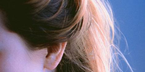 Swędzenie skóry głowy – jaką może mieć przyczynę?