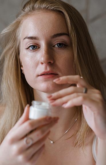 Adenozyna jest skutecznym składnikiem przeciwzmarszczkowym