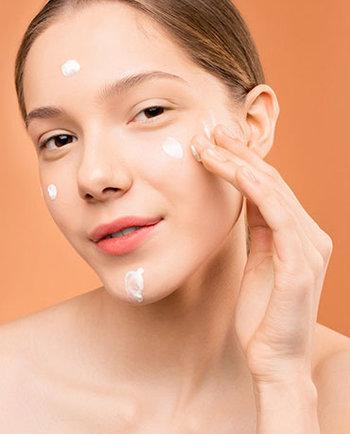 Krem do twarzy – podstawa codziennej pielęgnacji