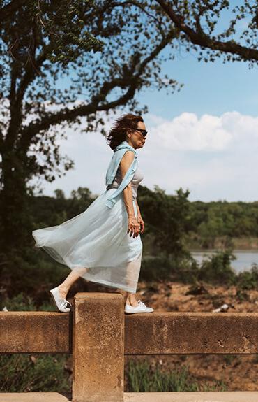 Antiaging - dojrzała kobieta w sukience