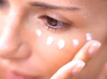 5 sposobów na kurze łapki i gładką skórę twarzy!