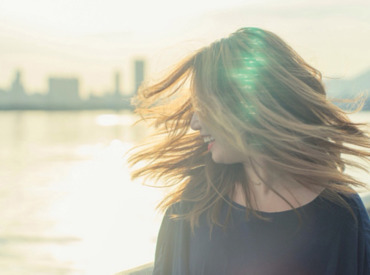 Słabe, wypadające włosy - dostosuj pielęgnację do swoich potrzeb!