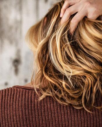 Przyczyny wypadania włosów – jakie są najczęstsze?