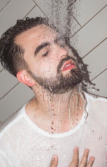 Szampon na wypadające włosy uzupełnia kurację z użyciem ampułek