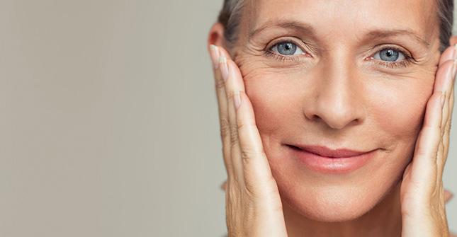 Retinol jest polecany do pielęgnacji skóry z objawami starzenia
