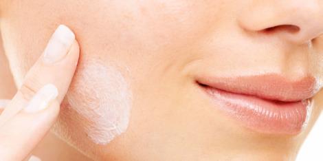 Dobry krem do skóry mieszanej - jakie składniki powinien posiadać?