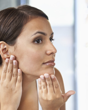 Czy manualne oczyszczanie twarzy jest dobre dla Twojej skóry?