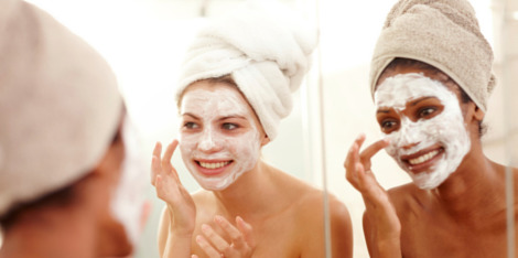 Pięć najlepszych okazji do nałożenia na twarz maseczki
