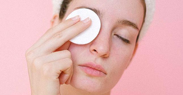 Płyny micelarne skutecznie zmywają nawet wodoodporny makijaż