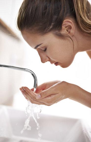 Jak myć twarz bez wody?