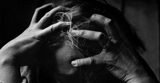 Łysienie plackowate – co to jest?