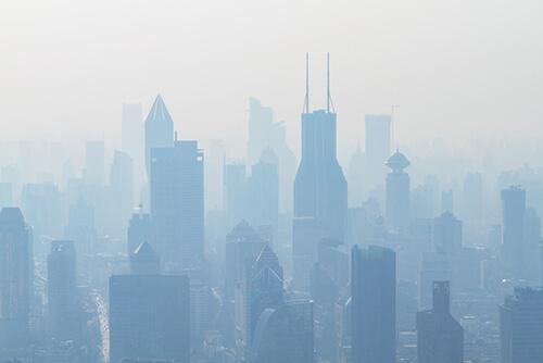 Ekspozom - zanieczysczenia i smog widoczny nad miastem