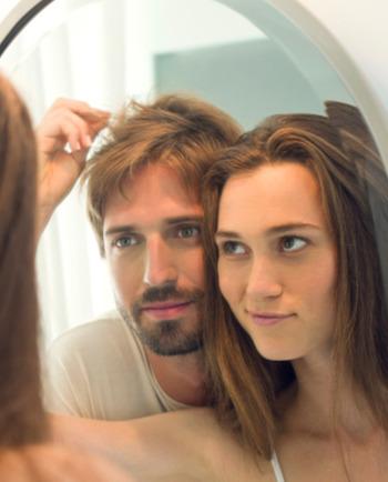 Chcesz mieć gładkie włosy? Sprawdź nasze sposoby!