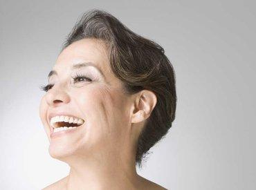 Dlaczego podczas menopauzy pojawia się nadmierne owłosienie u kobiet?