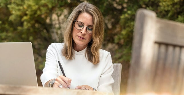 Pierwsze objawy menopauzy mogąsię pojawić kilka lat przed zatrzymaniem miesiączki