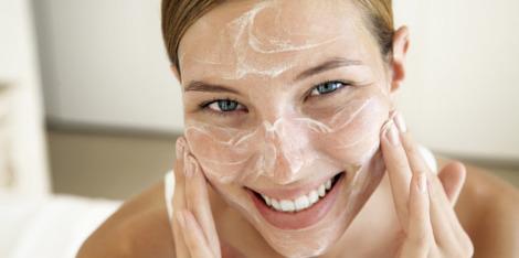 Mikrodermabrazja - jak pielęgnować skórę po zabiegu?