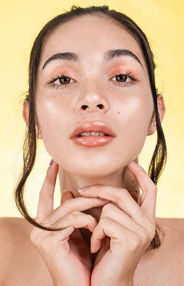 Booster chroni skórę przed czynnikami zewnętrznymi, zapewniając jej promienny wygląd