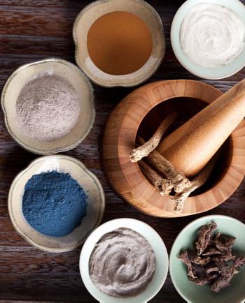 Rokitnik, hibiskus, rutazwyczajna - niecodziennieskładniki naturalne w kosmetykach, za co są odpowiedzialne?