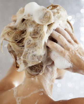 Czy szampon nawilżający załagodzi podrażnienia skóry głowy?
