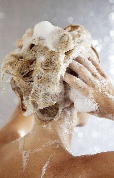 Przetłuszczające się włosy - jak pozbyć się kłopotliwego problemu?
