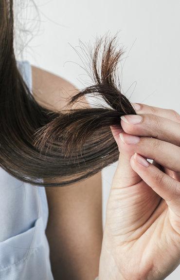 Jak wzmocnić osłabione włosy?