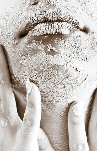 się skóra jest najczęściej objawem przesuszenia i odwodnienia tkanek.