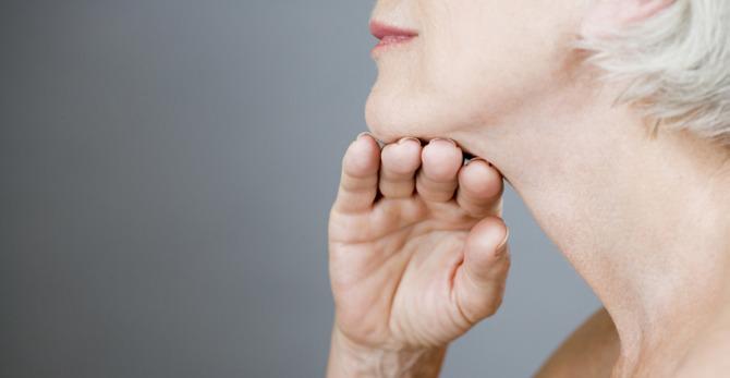 Wczesna menopauza - jak sobie radzić z jej objawami?