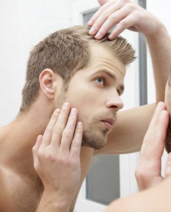 Męskie łysienie: 5 porad stylizacyjnych, aby dobrze wyglądać