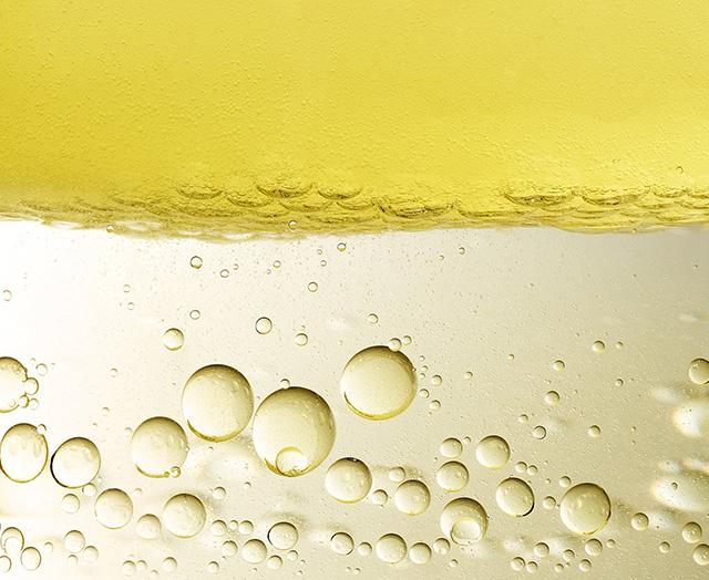Ochronna Woda Solarna – Nawilżająca z Kwasem Hialuronowym SPF30