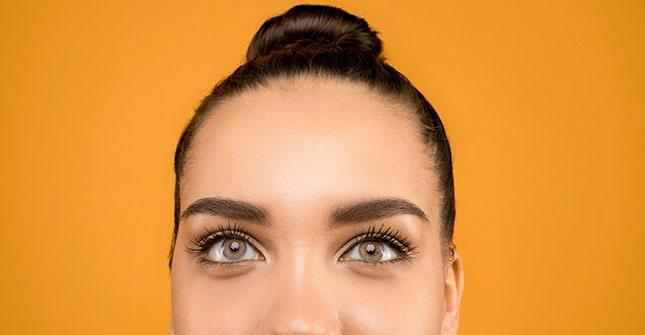 Mocne upinanie i związywanie włosów może powodować ich wypadanie