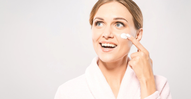 Sprawdzone sposoby na poprawę jędrności skóry twarzy