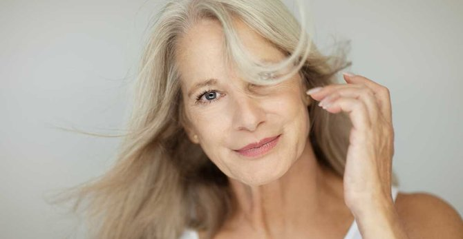 Menopauza i uderzenia gorąca: przyczyny, objawy i sposoby radzenia sobie z nimi
