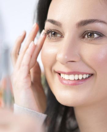 Kosmetyki wodoodporne - jak je zmyć z naszej twarzy?