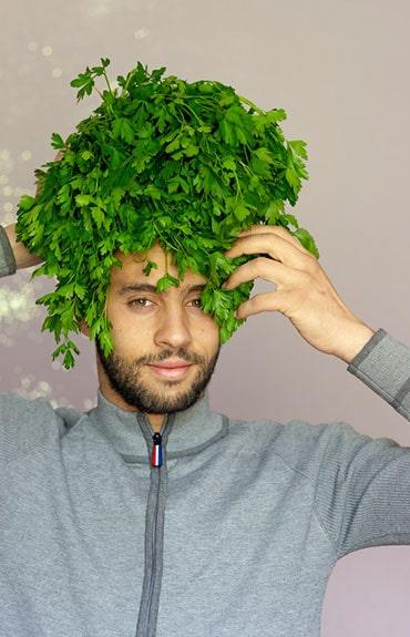 Zbilansowana dieta bogata w witaminy i minerały ma ogromny wpływ na gęstość włosów