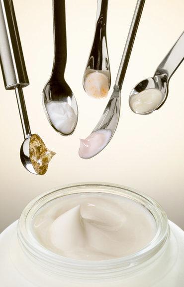 Skład kosmetyków - czym charakteryzuje się dobry krem nawilżający?