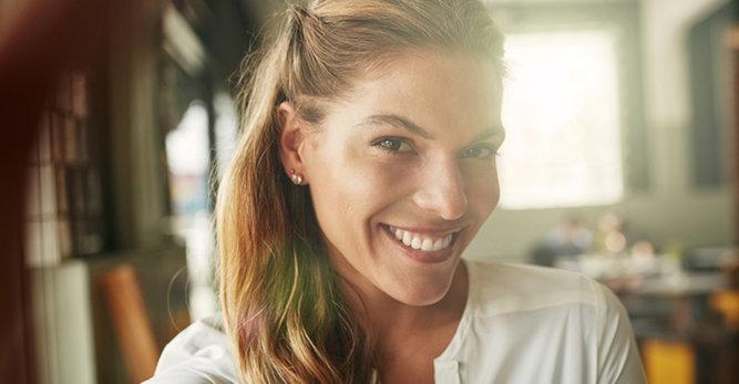Jak nawilżyć przesuszoną skórę twarzy? Poznaj przyczyny suchej skóry!