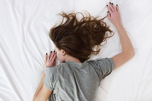 Ekspozom - śpiąca kobieta