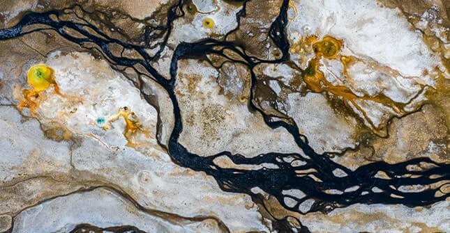 Woda termalna Vichy pochodzi ze skał magmowych