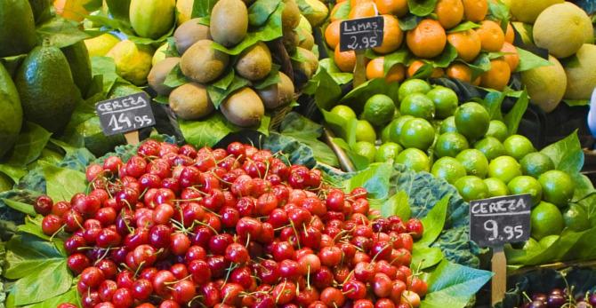 Witaminy w owocach - które owoce poprawią kondycję Twojej skóry?