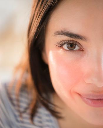 Przebarwienia na twarzy: jakie są ich przyczyny?