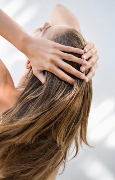 Hormonalne wypadanie włosów - jak wspomóc skórę głowy