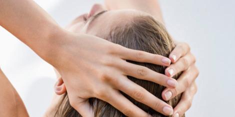 Szampon przeciwświądowy - przy jakich chorobach skóry głowy jest pomocny?