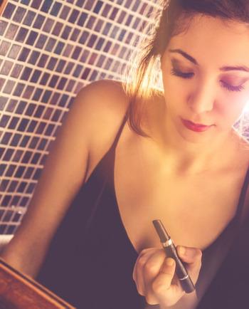 Jak ukryć niedoskonałości, czyli makijaż skóry z tendencją do  trądziku