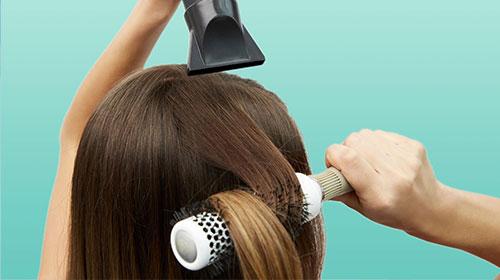 Suszenie gorącym powietrzem niszczy włosy