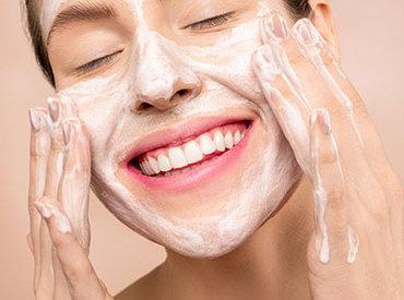 Żel do mycia twarzy – jak go stosować?