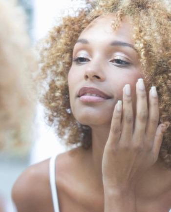 Codzienna pielęgnacjatwarzy - czylizestaw kosmetyków do twarzy, które powinnaś stosować codziennie, by cieszyć się piękną skórą!