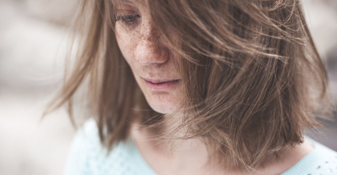 Problem z wypadaniem włosów - jak dbać o włosy jesienią?